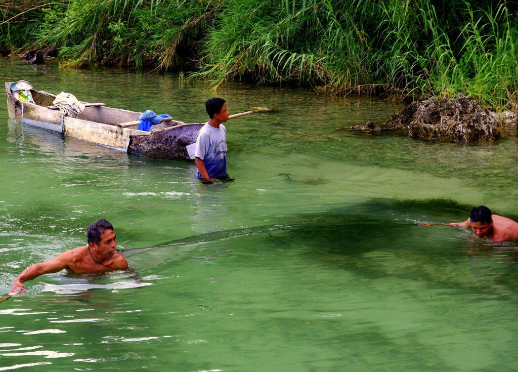 Fischer bei der Arbeit - Lago Peten - Guatemala