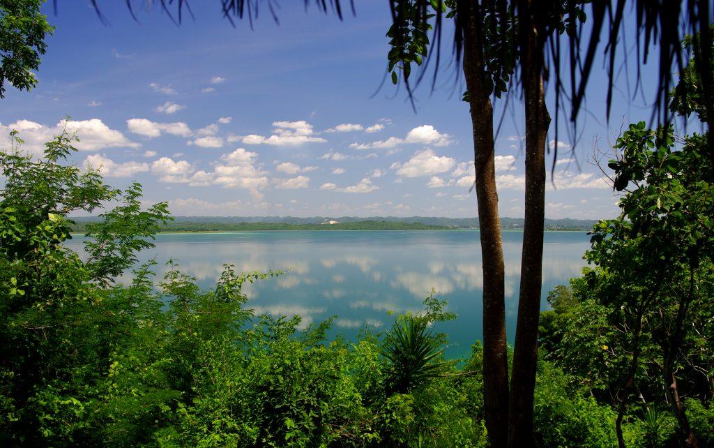 Blick auf den See bei San José - Lago Peten - Guatemala