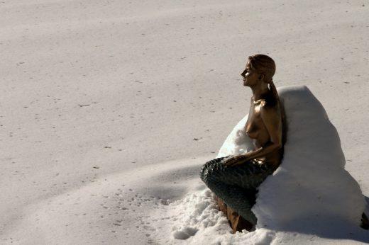 Nixe im Schnee - Featured