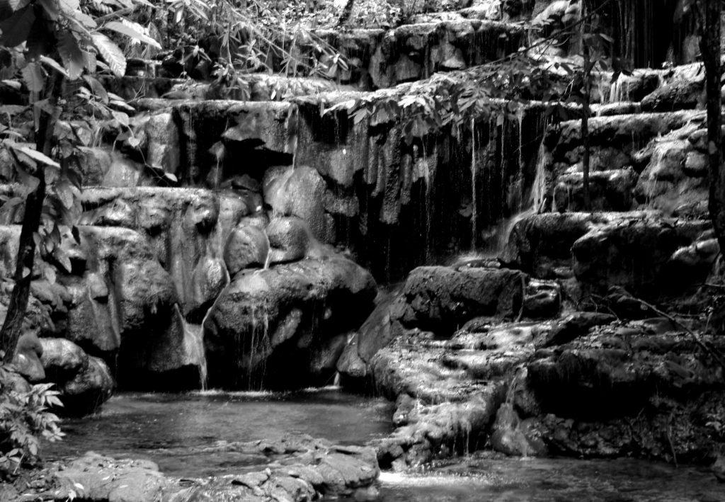 Wasserfall bei den Ruinen von Palenque, Chiapas, Mexiko