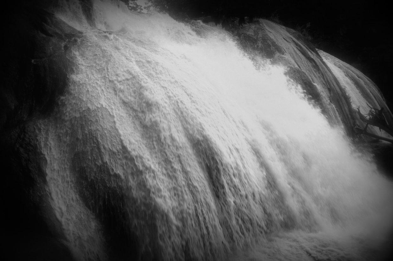 Kraft des Wassers - Agua Azul - Chiapas, Mexiko