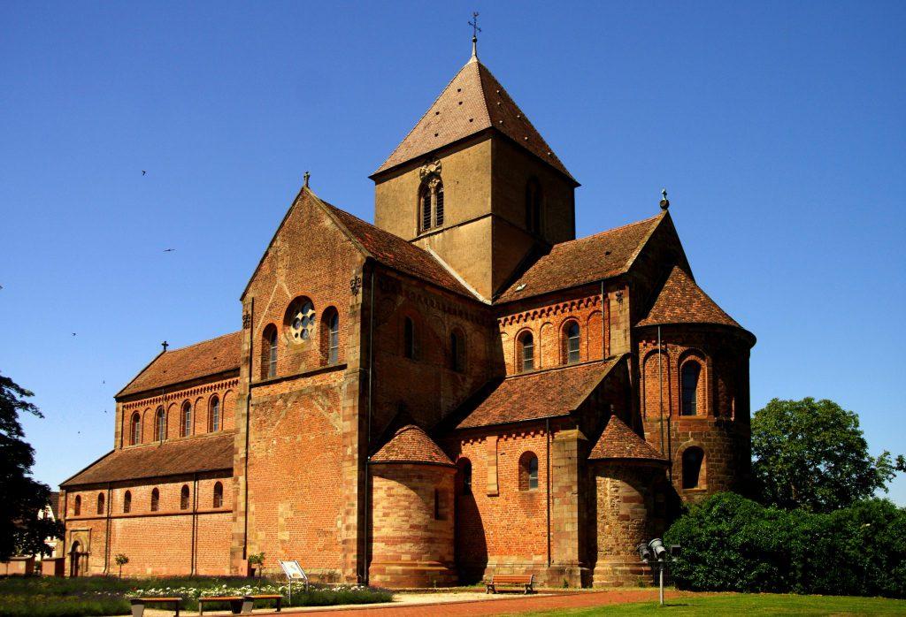 Münster in Rheinmünster-Schwarzach - Blick auf Turm und Chor erwecken einen monumentalen Eindruck
