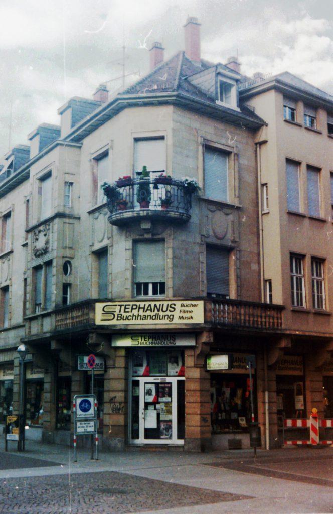 Stadthaus in der Karlsruher Innenstadt, beherbergt eine Buchhandlung