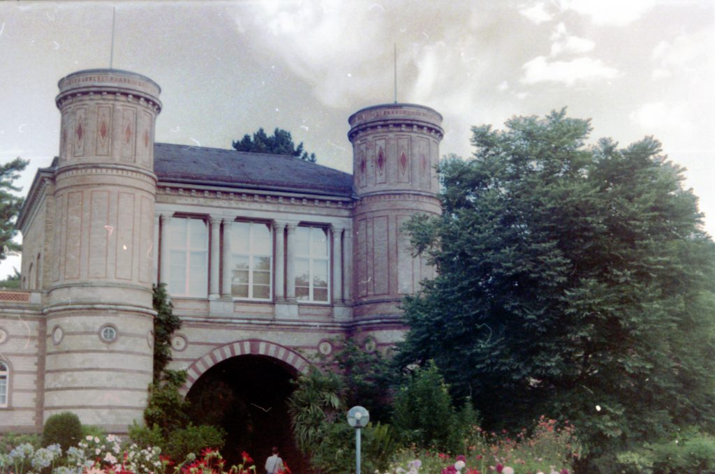 Torhaus des botanischen Garten - Akarette II und Fujicolor Superia 200