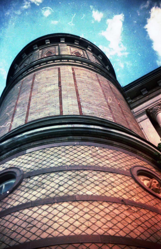 Turm des Torhauses im botanischen Garten - Karlsruhe - Akarette II und Fujicolor Superia 200