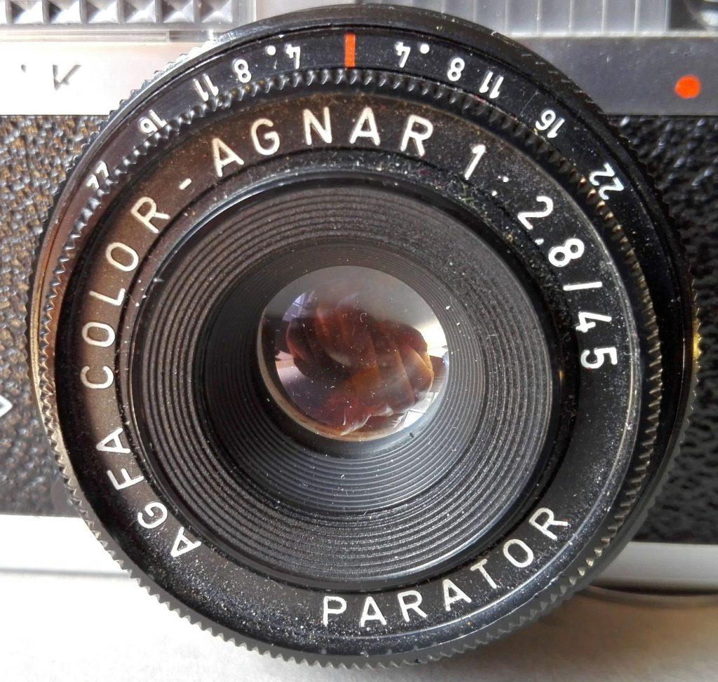 Das AGFA Color-Agnar - 1:2,8/45 - ein dreilinsiges Objektiv mit angeblich billiger (oder fehlender) Vergütung, was mich aber nicht weiter stört