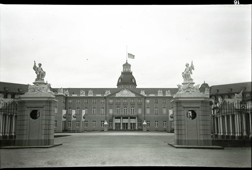 Schloß Karlsruhe mit der Box Tengor aufgenommen im Februar 2020